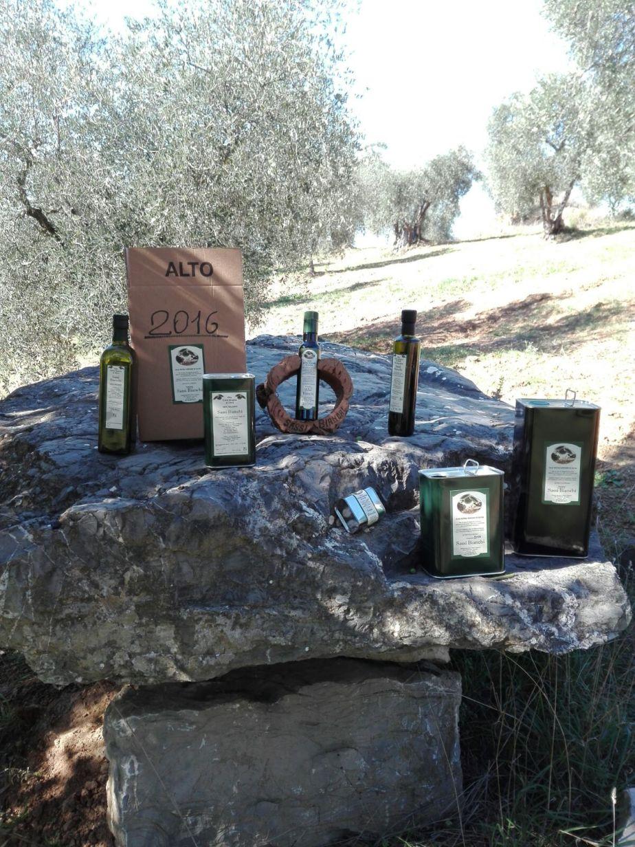 Bottiglie e lattine di Olio EVO Sassi Bianchi